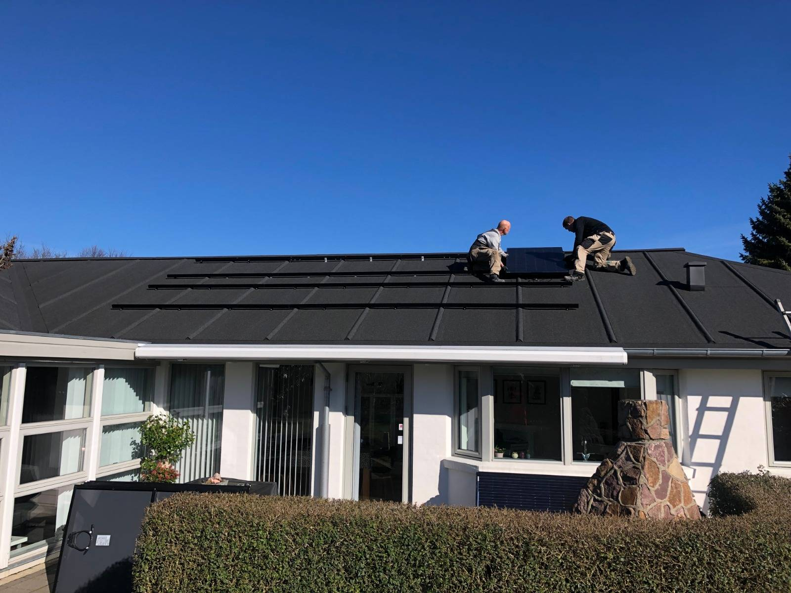 Home roof solar power system all black